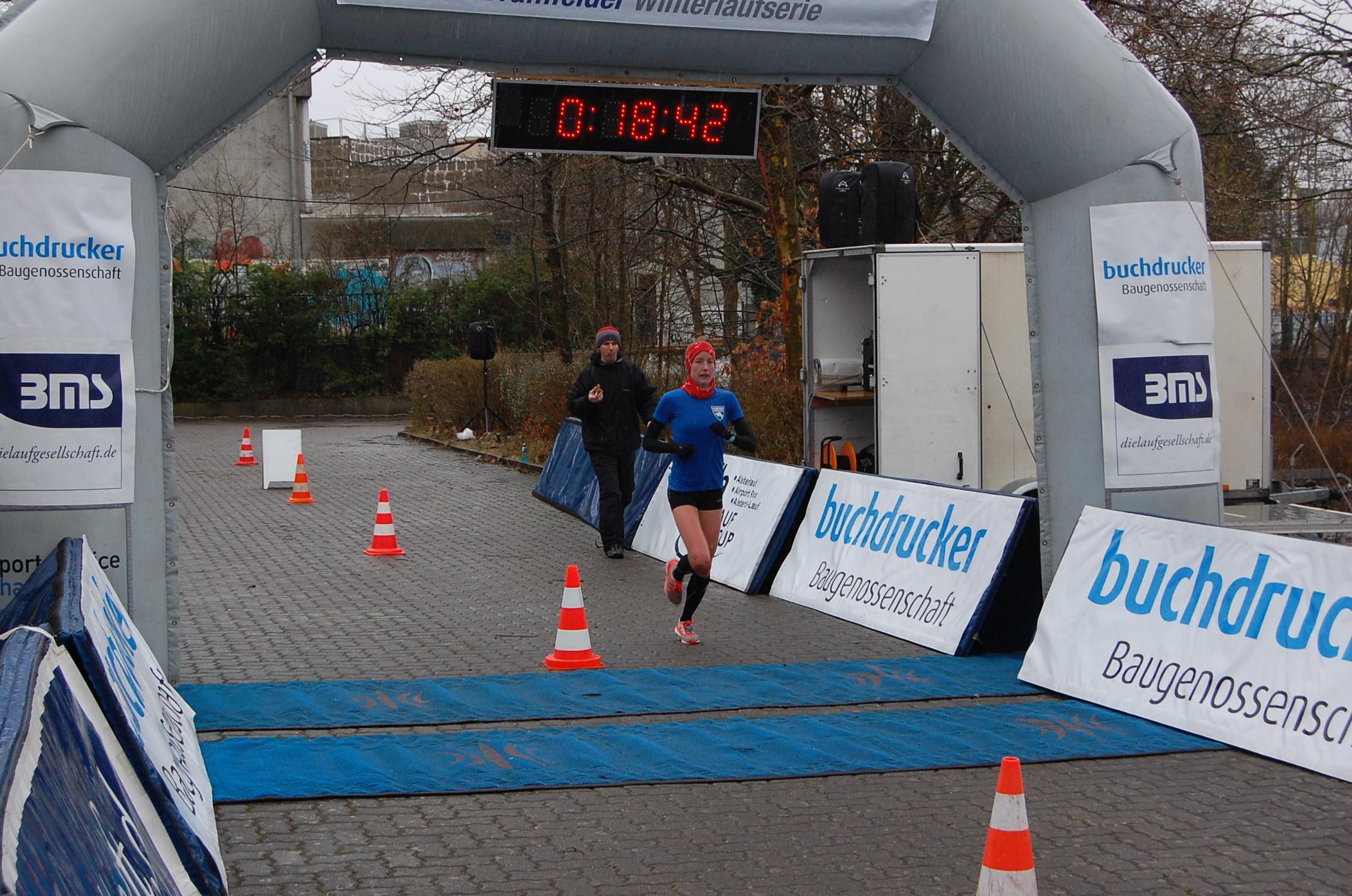 Abschlusslauf der 27. Bramfelder Winterlaufserie: die schnellsten Durchläufe der ersten Runde - ab 1. Frau